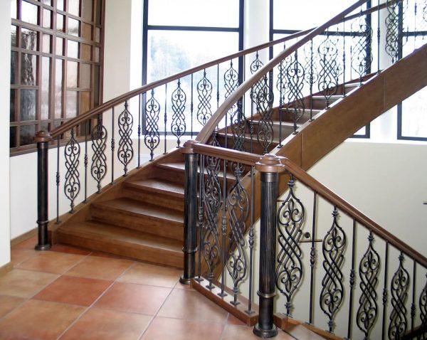 Изделия ковки: кованые лестницы и перила