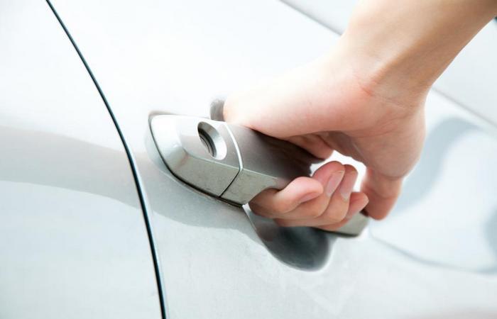 Что делать с провисшими дверями в автомобиле