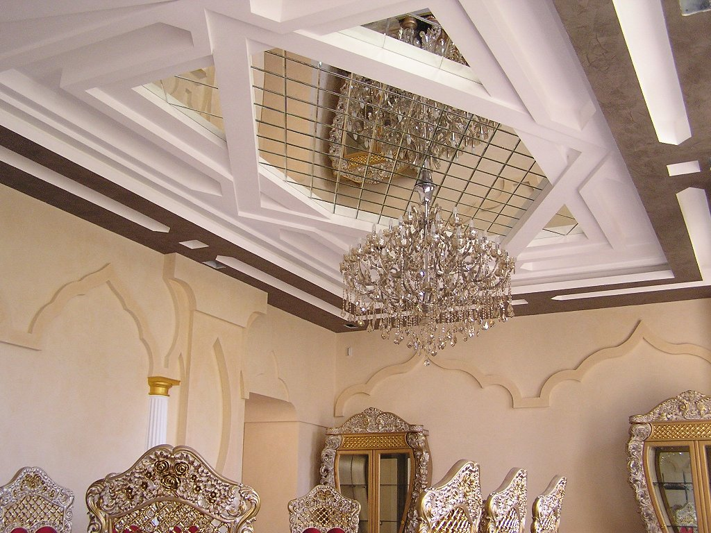 Зеркальный потолок - украшение интерьера