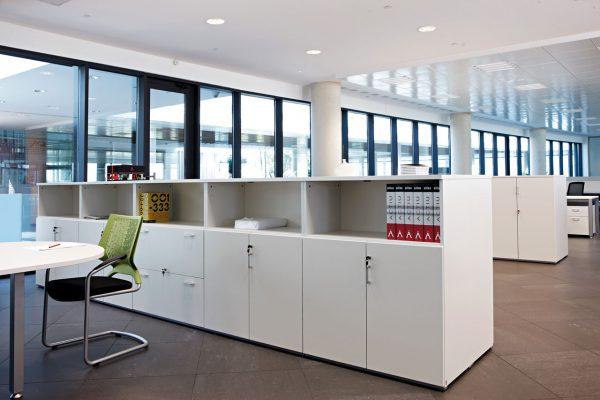 Офисные шкафы в интерьере