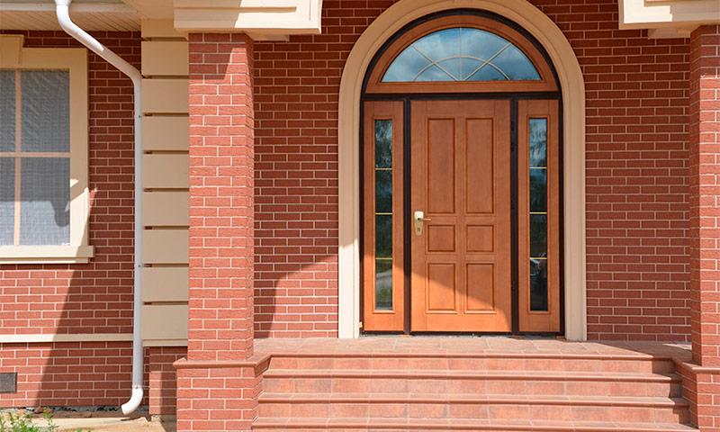 kakuyu dver luchshe postavit v chastnyj dom